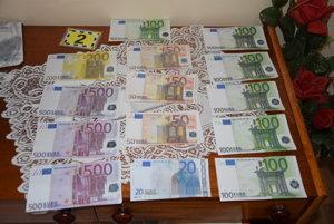 Okopírované bankovky. Tisíce eur podstrčila babke naspäť.