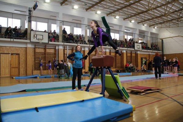 ZŠ s MŠ J. Vojtaššáka Zákamenné hostila už po piatykrát za sebou krajské kola v gymnastickom štvorboji základných škôl.