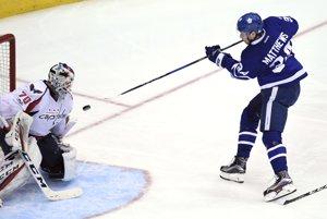 Útočník Toronta Maple Leafs Auston Matthews nepomôže americkej reprezentácii na hokejových MS v Kolíne nad Rýnom a Paríži.