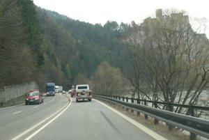 Na ceste popod hrad Strečno sa od pondelka 16. októbra zrušia dopravné obmedzenia.