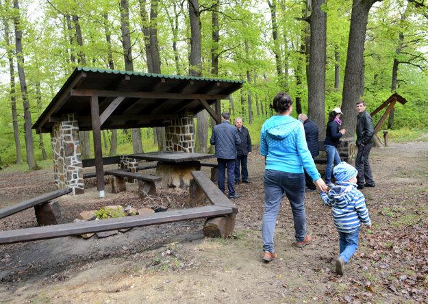 Altánky. Furčiansky lesopark ponúka možnosti rodinných stretnutí pri spoločnej opekačke.