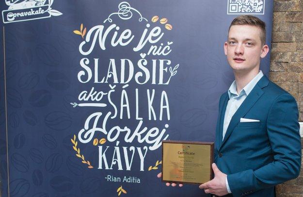 Roman Florek s certifikátom o rekorde.