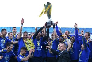 Slovan Bratislava oslavuje triumf v Slovnaft Cupe.