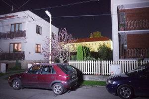 Lampy na Záhradníckej ulici boli vypnuté. Podobná situácia bola na ďalších asi šiestich uliciach.