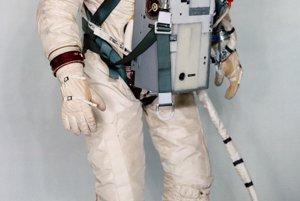 Skafander Gemini G4C, ktorý využívali v roku 1966 v rámci programu Gemini. Používal sa na výstupy do otvoreného vesmíru aj vnútri lode.