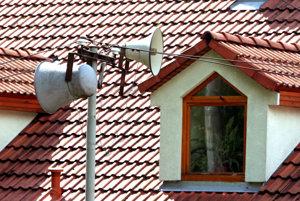 Miestny rozhlas. Stále patrí k dôležitým informačným kanálom v našich obciach a mestách.