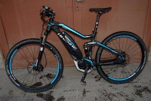 Zlodeji ukradli bicykle z dvora rodinného domu.