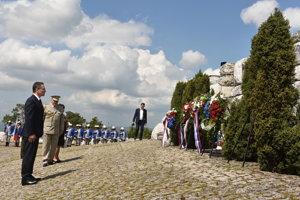 Veľvyslanec Francúzskej republiky na Slovensku Christophe Léonzi počas pietnej spomienky.