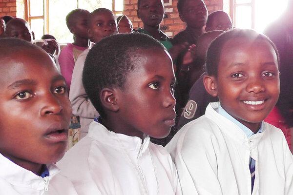 Deti sa do školy tešia.