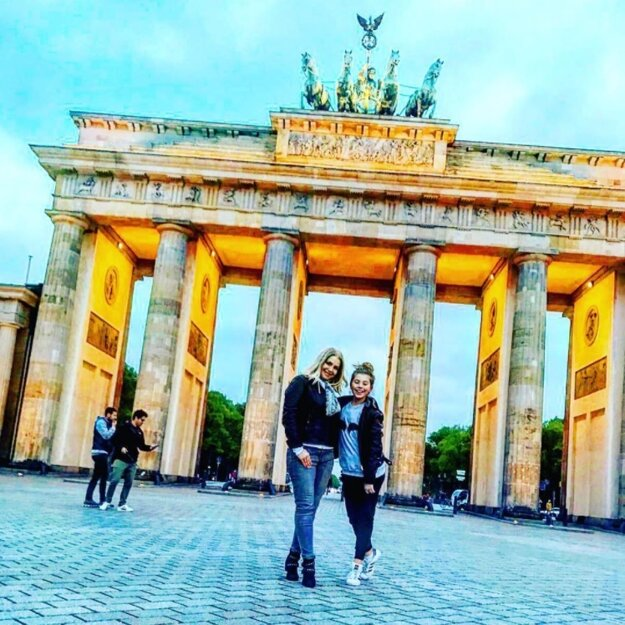 Matka a dcéra. Herečka Zuzka Vačková si počas voľných dní vyrazila na výlet do Berlína spolu s dcérou, spoločnosť im robila aj herečka Bibiana Ondrejková s jej dcérami.
