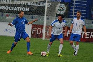 V drese Španielska sa predstaví aj Gaizka Mendieta (vľavo), ktorý už na Slovensku nastúpil v roku 2015 v zápase legiend Premier League s hráčmi Česka a Slovenska.