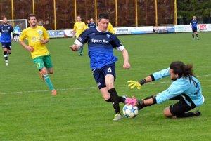 Milan Vajagič svojim gólom v úvode zápasu v Oravskej Porube nasmeroval Slovan k trom bodom.