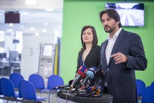 Minister Kaliňák v bratislavskom klientskom centre.