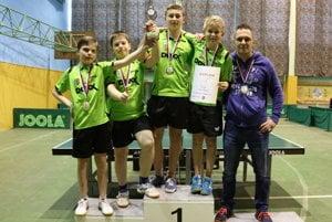 Zľava: Jakub Goldír, Radoslav Šramo, Marián Piala, Michal Kapusta a tréner Radoslav Blažek.