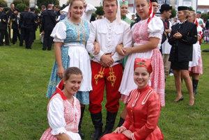 Folklórny súboj Háj z Novej Bane tiež reprezentuje banícke tradície.