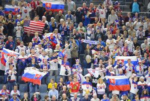 Na snímke slovenskí a americkí fanúšikovia.