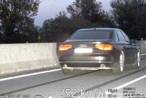 Český vodič prekročil rýchlosť o viac ako 120 km/h.