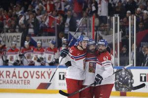 Tréneri českej hokejovej reprezentácie pred posledným zápasom v základnej skupine na MS dopísali na súpisku obrancu Libora Šuláka a brankára Dominika Furcha.