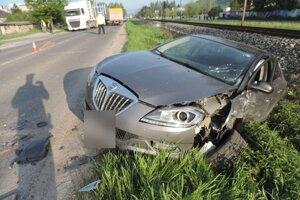 Nehoda sa stala pred šiestou hodinou ráno.