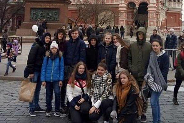 Košickí gymnazisti v Moskve. Tento výlet aj cestu domov si budú asi ešte dlho pamätať.
