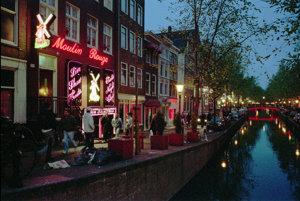 Červených svetiel v Amsterdame ubúda
