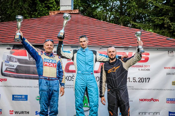 Vsobotu bol najrýchlejší Jozef Béreš. Vľavo od neho druhý Igor Drotár.