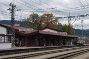 Železnice počas výluk vymenia 1570 betónových podvalov v 940-metrovom úseku 1. traťovej koľaje medzi železničnými stanicami Čadca a Krásno nad Kysucou