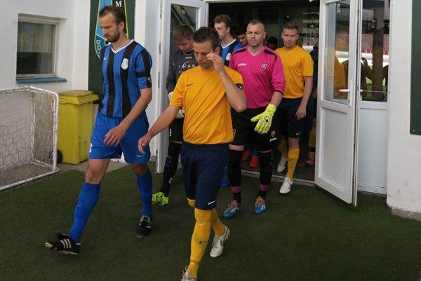 Oravské derby Dolného Kubína (v modro-čiernych dresoch) a Tvrdošína (v oranžovom) prinieslo až šesť gólov.