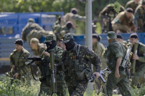 Situácia na východe je stále menej prehľadná. Svoje armády majú aj miestni oligarchovia.