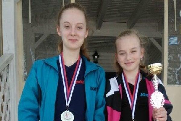 Lacenová (vľavo) získala titul vštvorhre, Illášová bronz vdvojhre.
