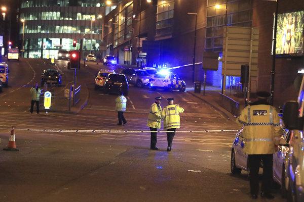 Polícia pred Manchesterskou arénou.