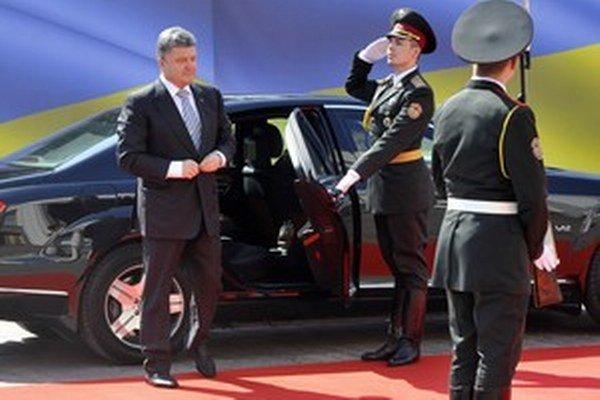 Nového ukrajinského prezidenta na inaugurácii podporili viacerí svetoví štátnici. Jeho prejavu tlieskali politici postojačky.