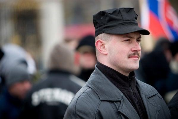 Strana Kotleba - ĽSNS je už druhou, o ktorú môže Marian Kotleba prísť pre zákaz súdom. Ako prvú mu zakázali Slovenskú pospolitosť - Národnú stranu.