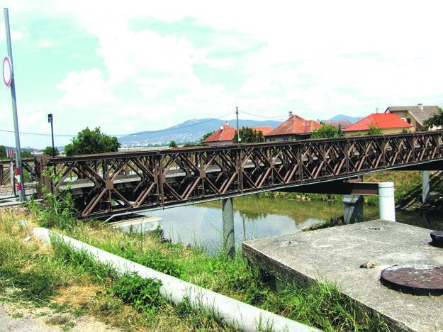 Most v Krškanoch, ktorý vedie k čistiarni odpadových vôd a kompostárni.