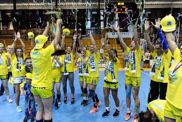 Michalovské hádzanárky vpiatok získali už desiaty titul majstra Slovenska.