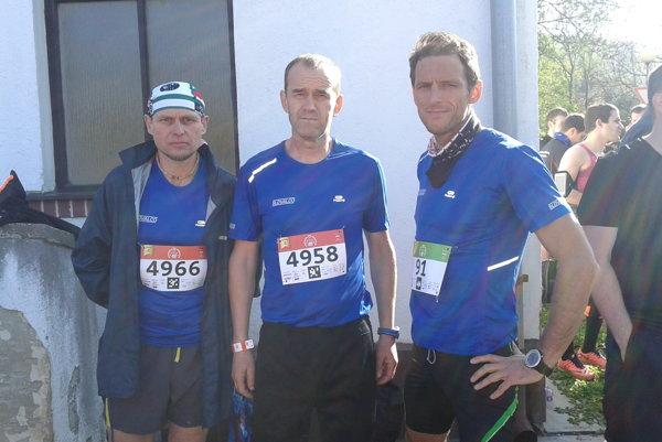 Trojica najrýchlejších bežcov z tímu Slovalca. Zľava Marián Zaťko, Jozef Mecele, Peter Dodok.