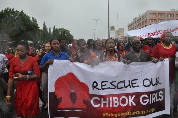 Za záchranu dievčat protestujú ľudia vo viacerých mestách Nigérie.