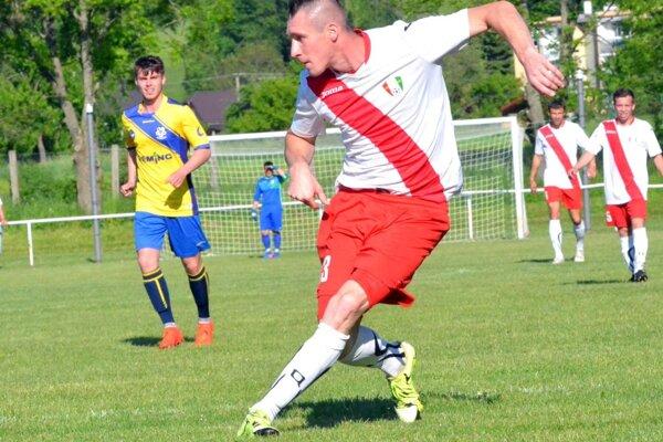 Tomáš Kucej strelil do siete Závažnej Poruby tri góly.