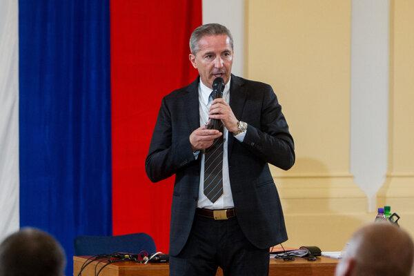 Václav Mika je ešte stále riaditeľom RTVS. O tom, či vo funkcii bude pokračovať alebo nie, by sa malo rozhodnúť v júni.
