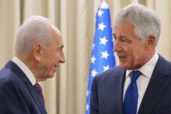 Izraelský prezident Peres a americký minister Hagel.