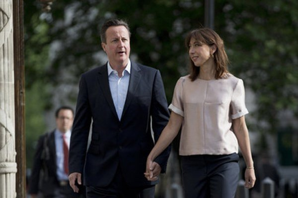 Cameron s manželkou.