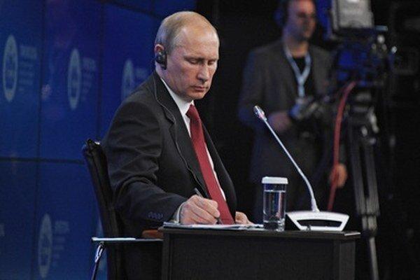 Vladimir Putin povedal, že výsledky volieb bude rešpektovať.