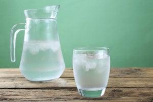 Môže byť destilovaná voda telu prospievať?