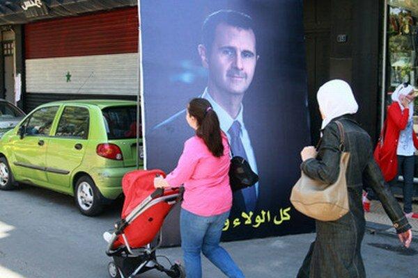 Súčasný prezident Bašár Asad má dvoch vyzývateľov: Hasana Abdalláha an-Núrího a nezávislého poslanca parlamentu Máhira Hadždžara, ktorý má blízko ku komunistom.