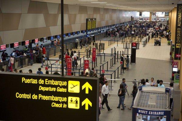 Otrasy zasiahli Peru viackrát. Letisko v Lime.