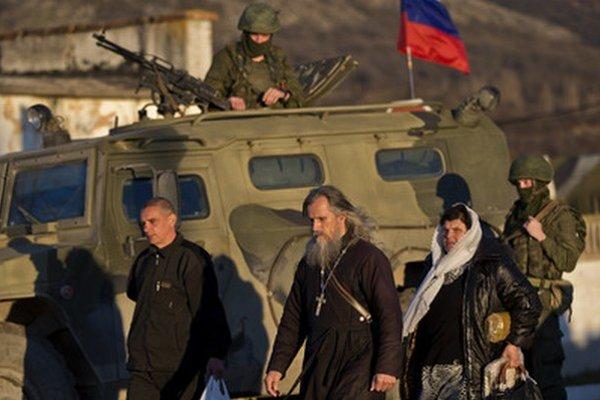 Referendum si všímajú ruskí vojaci.