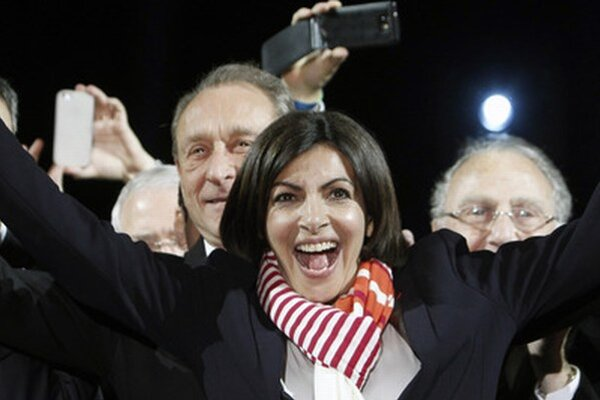 V Paríži zvíťazila socialistka Anne Hidalgová.
