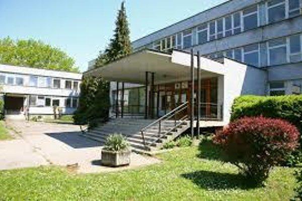 Stredná zdravotnícka škola v Trnave.