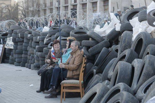 Proruskí demonštranti v Donecku.