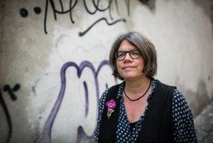 Birgit Weyhe (1969) sa narodila v Mníchove. Svoje detstvo strávila v Keni a Ugande. Po strednej škole sa vrátila do Nemecka, kde študovala literatúru. Dnes je lektorkou dizajnu v Hamburgu a tvorí komiksy. Za grafickú novelu Madgermanes získala cenu Max und Moritz Preis.